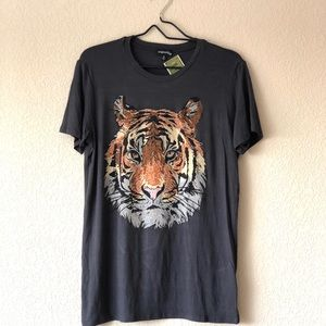 NWOT gray tiger graphic tee